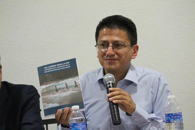 Presenta sacerdote Jesuita Jorge Atilano González el libro Un Camino para la Paz, un libro esperanzador